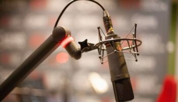 Pros and Cons: Hanging the Mic Upside Down?