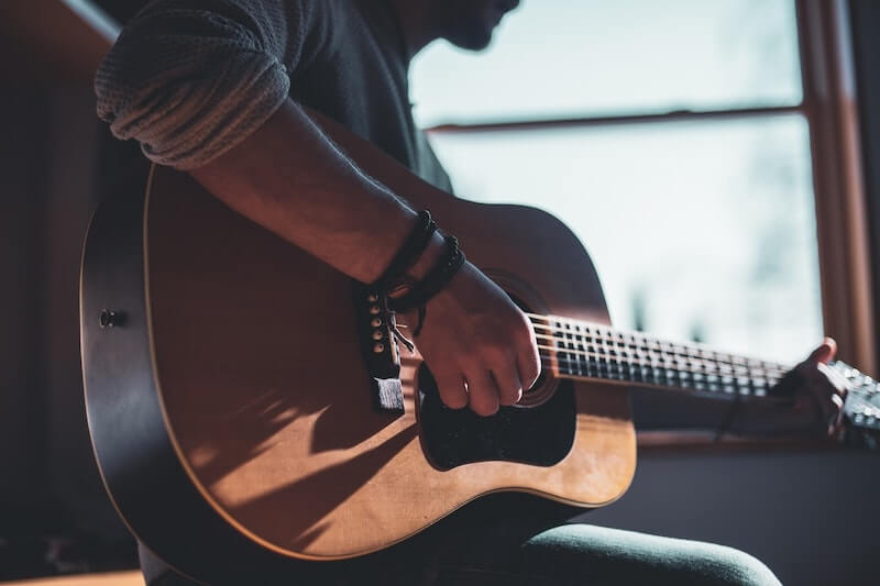 learning-to-play-the-guitar-is-easy